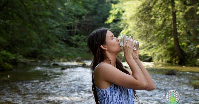 Kaj je strukturirana voda? In kako jo pripraviti v 30 minutah ali manj